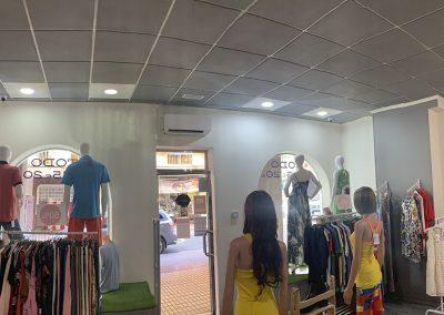 Instalación de aire acondicionado Daikin de pared en la tienda Peya Moda Benidorm