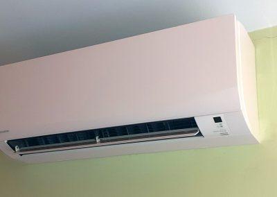 Instalación de aire acondicionado Daikin serie Sensira en Denia